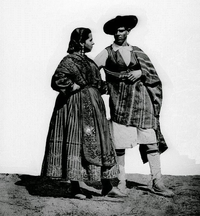 pareja de huertanos en blanco y negro